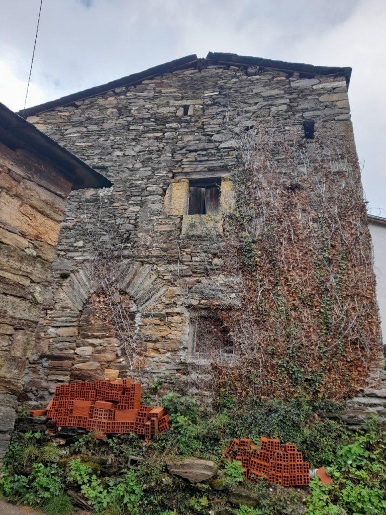 La imagen tiene un atributo ALT vacío; su nombre de archivo es torre-do-sancho-768x1024.jpg